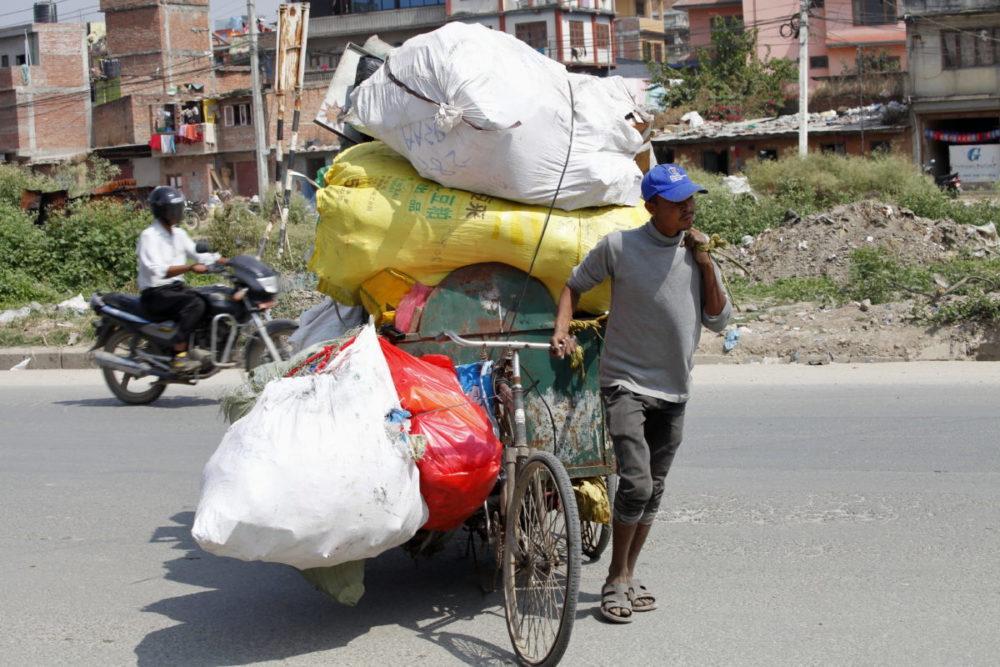 Nepal Kathmandu Müllsammler